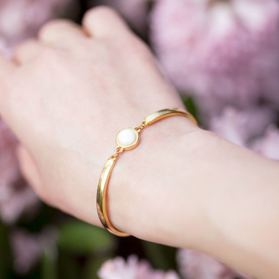 gold-armband-mit-perle-weiss
