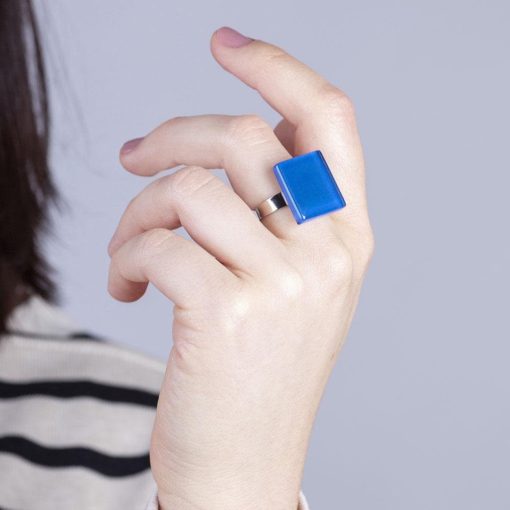 alexascha verstellbarer glas ring azurblau