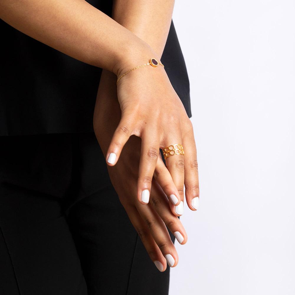 alexascha ava armband fingerring gold kirschrot